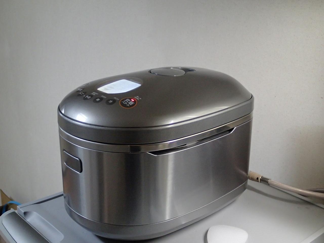 ガス炊飯器を冷蔵庫の上に設置