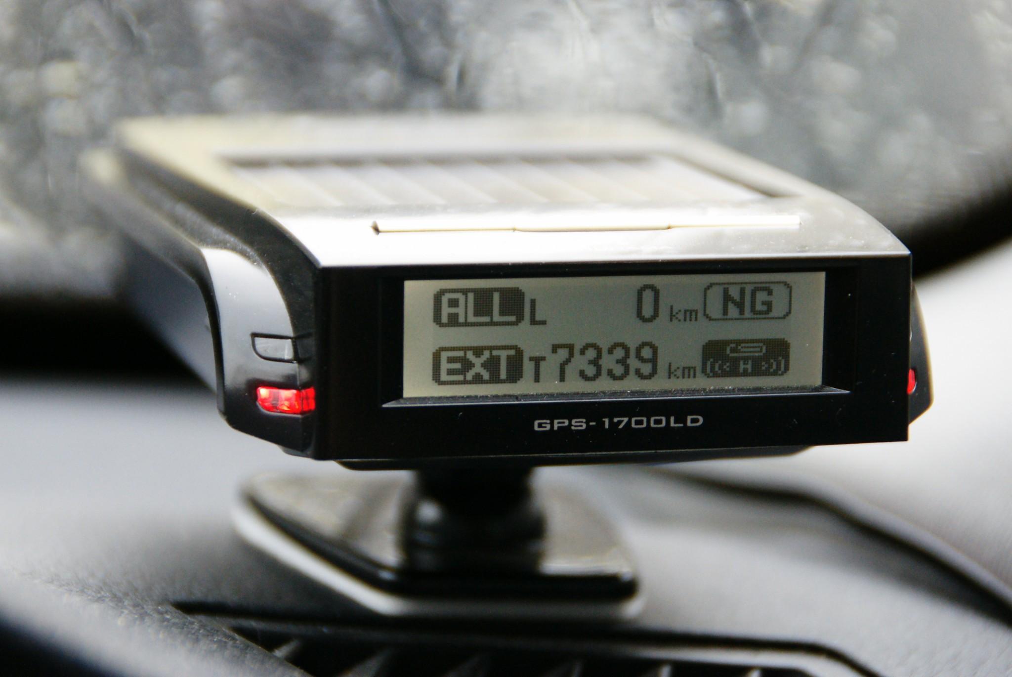 シンプルなGPSレーダー探知機GPS-1700LD
