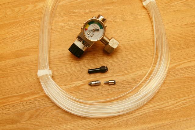 ガス用チューブとレデューサ(継ぎ手)マイクロカプラソケット、ビールサーバー用減圧弁(レギュレーター)