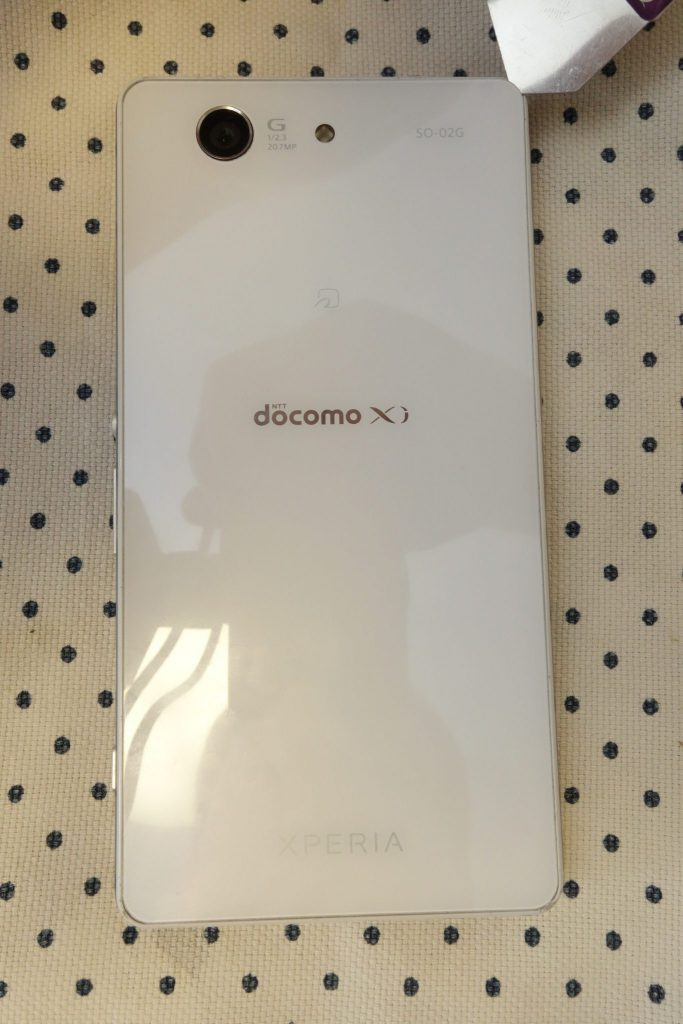 Xperia™ Z3 Compact SO-02G Sony D5803 D5833 ヘラでこじ開ける