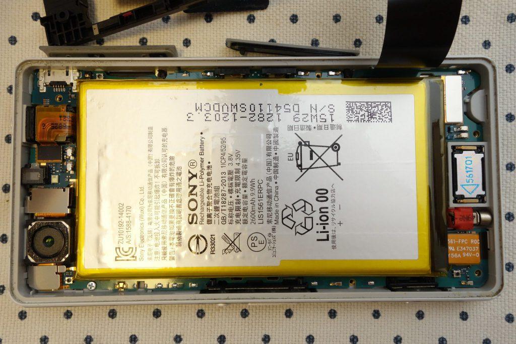 Z3 Compact SO-02G Sony D5803 D5833 内枠をヘラで外した後