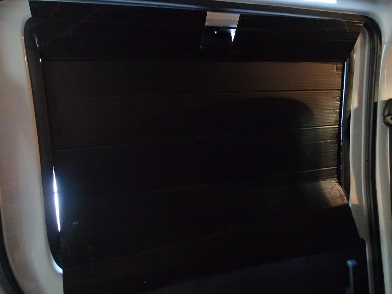 プラダンでスライドドアの目隠し車中泊